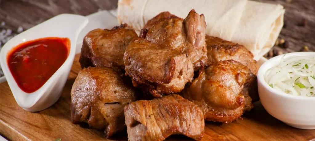 Шашлык из свинины в пиве с лавашем