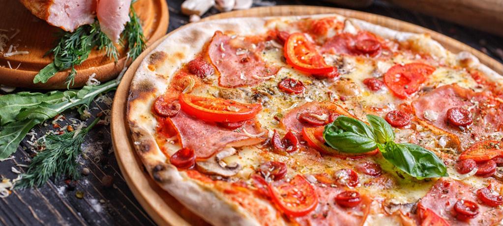 Пицца за 25 минут с ветчиной и моцареллой